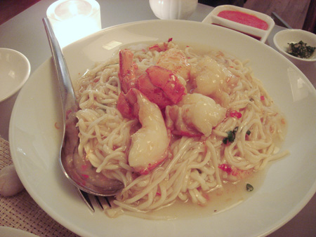 Lobster E-Fu Noodles with Green Chilli