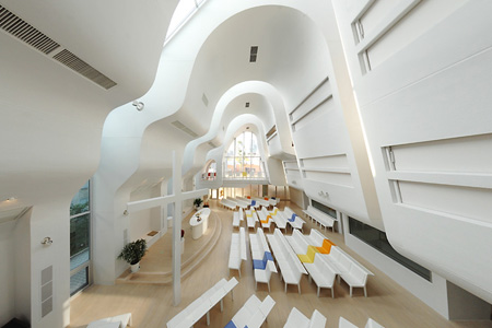 Harajuku Protestant Church, interior